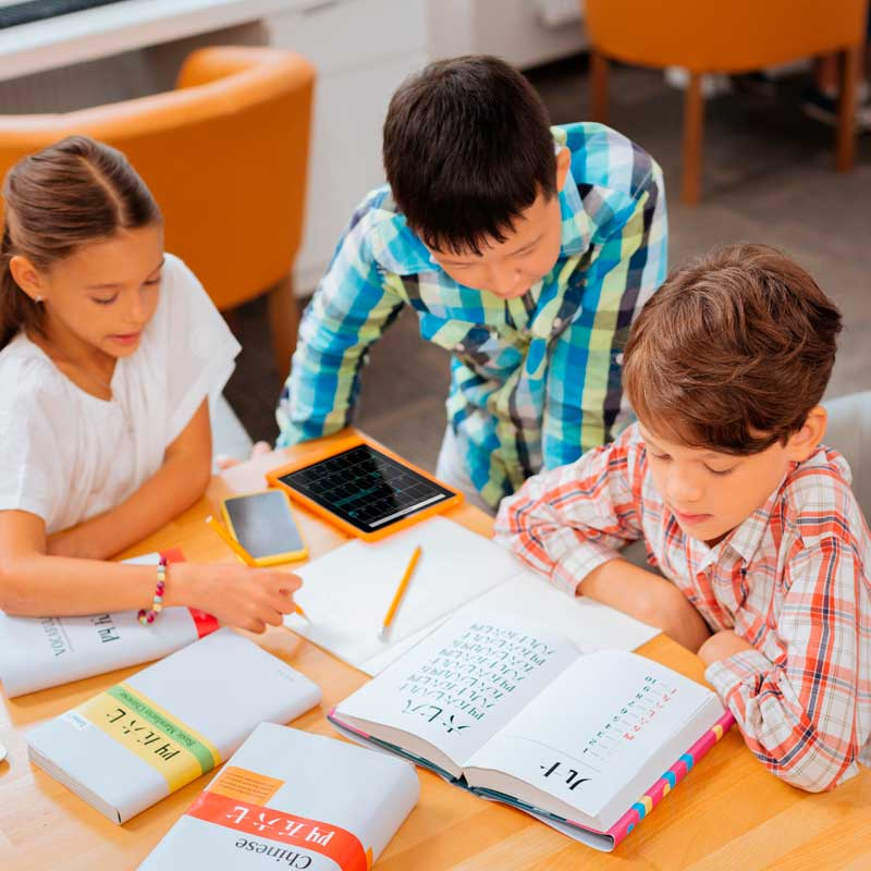 Los niños bilingües tienen mayor facilidad para comunicarse y se expresan mejor